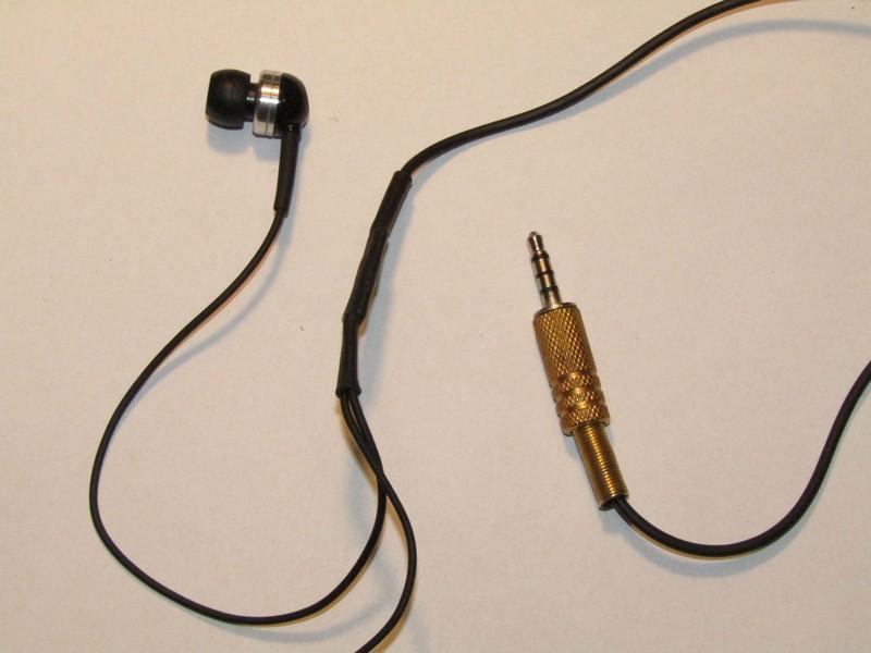 ... fülhallgató nem headsetes. Persze a négy pólusú dugót is be lehet kötni  sima sztereónak aa22682df0