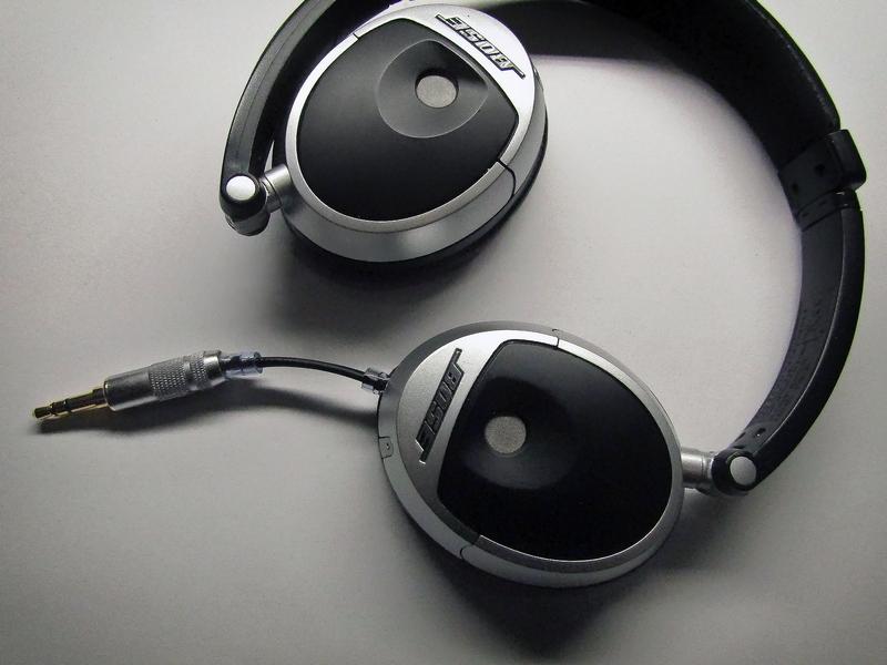 Bose on-ear fejhallgató javítás - kábel javítás • Fejhallgató Szerviz c1040c6899