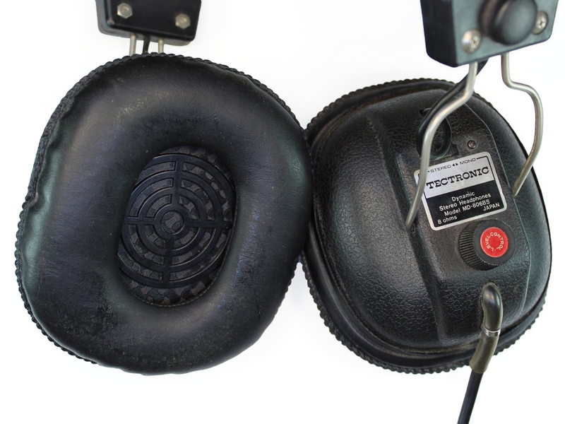 Az ilyen fejhallgatók eredetileg 6.3mm-es jack dugóval vannak szerelve c2a5782214