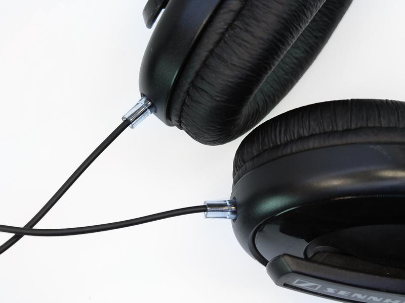 A kábel rögzítését a hangszórótartó dobozokban csomó helyett egy kisebb  méretű kábelkötegelővel oldottuk meg 9cf2a813f8