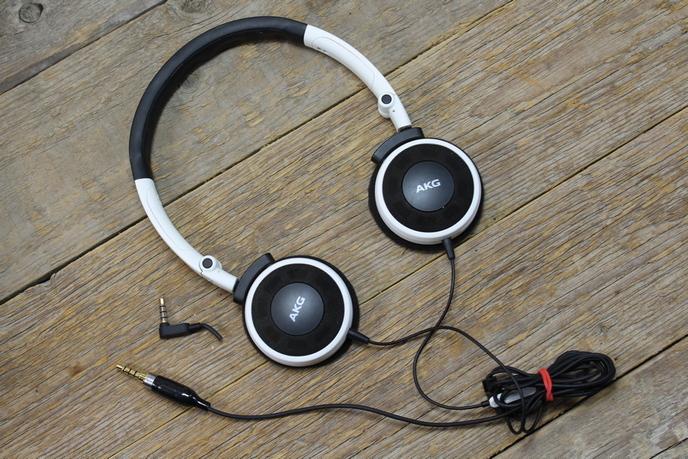 AKG Y30 fejhallgató